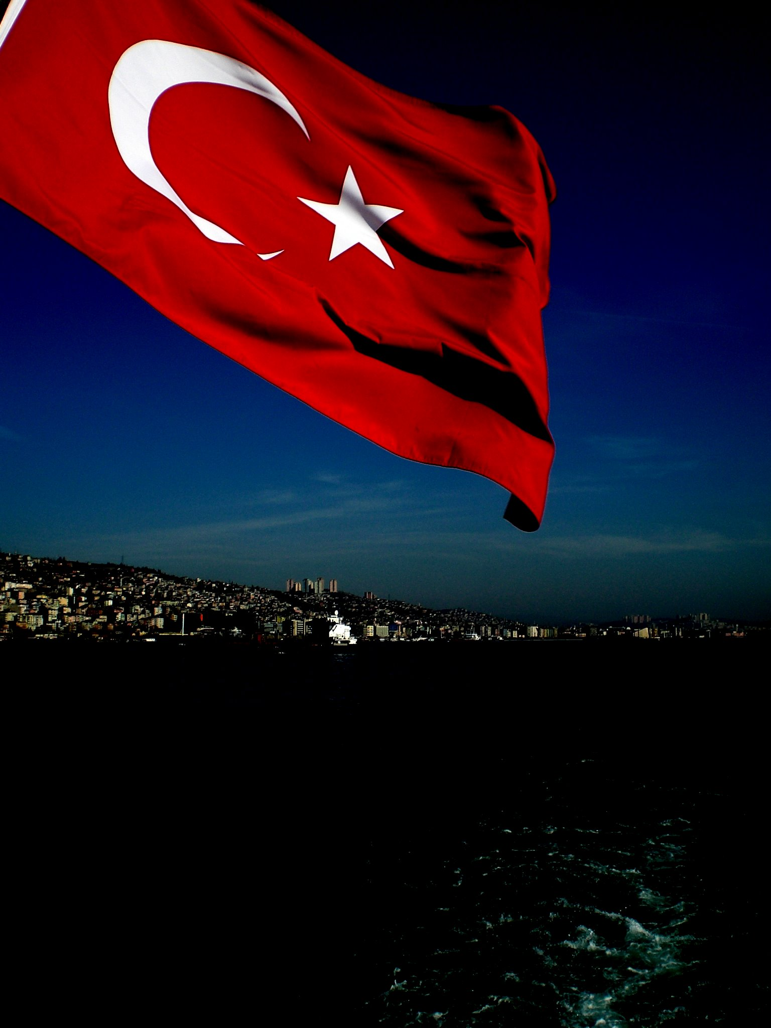 turkish_flag_by_kaisoil.jpg